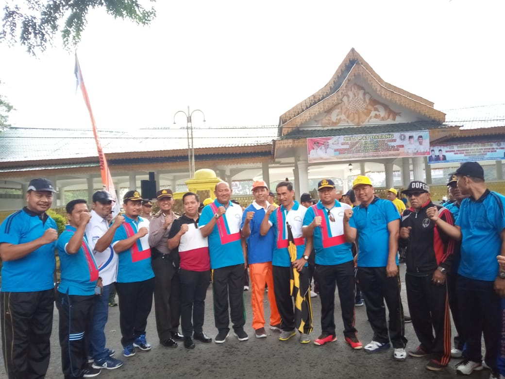 Sambut Hari Guru Dan HUT Ke-74 PGRI, Tenaga Pendidikan Langkat Gerak Jalan Sehat